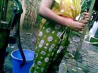 मुट्ठी हिंदी सेक्सी फुल मूवी उसकी गांड में धंस गई