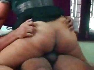सुनहरे बालों के साथ लाल अधोवस्त्र में हिंदी फुल सेक्सी मूवी मोटी फूहड़ उसे पोर्न देखने के दौरान चुदाई करती है