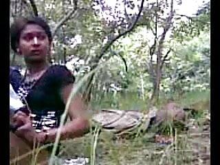 डर्टी वार्ता के साथ देसी हनीमून युगल सेक्स का आनंद लें हिंदी मूवी फुल सेक्स
