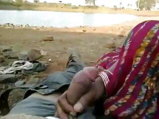 लड़की लड़कों सेक्सी हिंदी वीडियो फुल मूवी को झटके देती है और उसे गहरी और तेजी से चूसती है