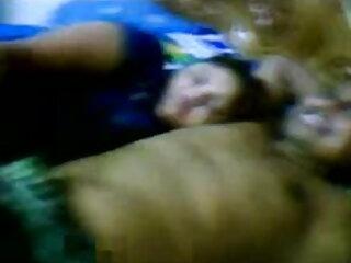 मजबूत साथी बिस्तर फुल सेक्सी मूवी वीडियो में पर उसके आश्चर्यजनक स्तन चुंबन है